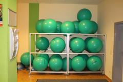 2-Lager mit Gymnastikbällen